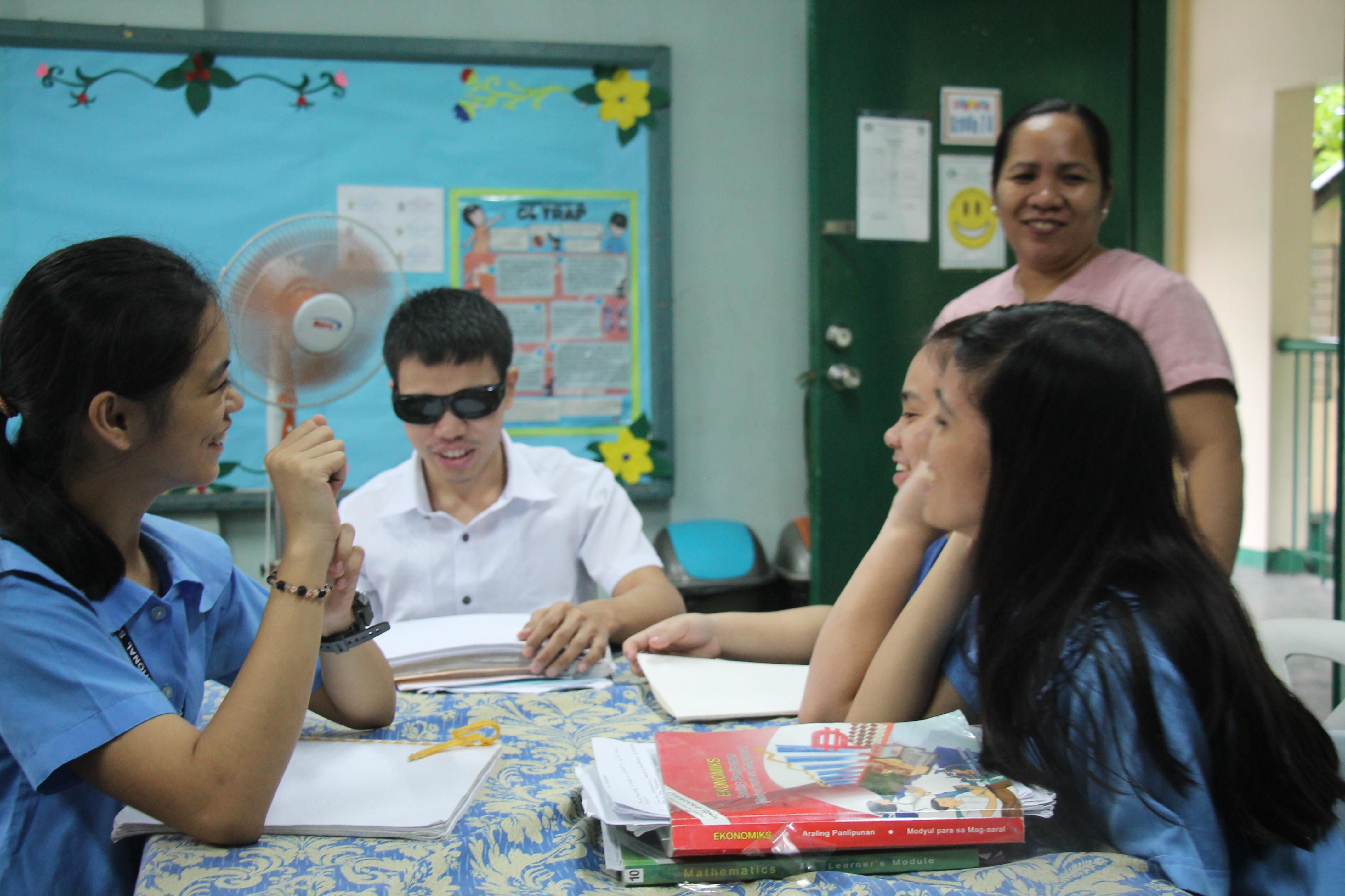 フィリピン盲学校支援画像